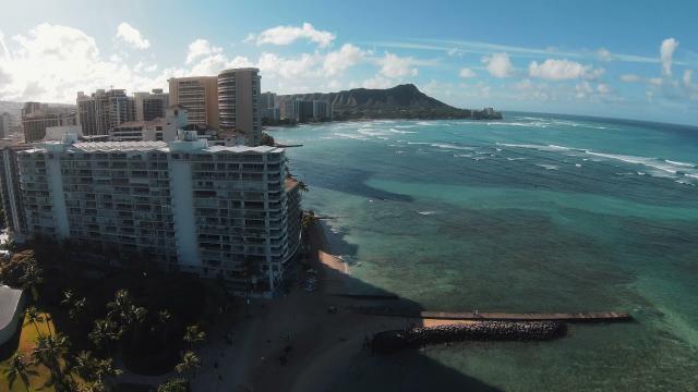 DJI FPV Soars Through Waikiki Hawaii