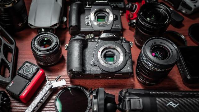 What's in my 500k Camera Bag?!